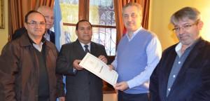Passalacqua entregó permiso de ocupación de tierras a Prefectura Naval Argentina