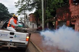 Tratamiento espacial con máquinas termo nieblas en la costa del Paraná para prevenir enfermedades vectoriales en Posadas