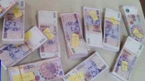 Detienen a dos jóvenes acusados de haberle robado más de 100 mil pesos a un camionero