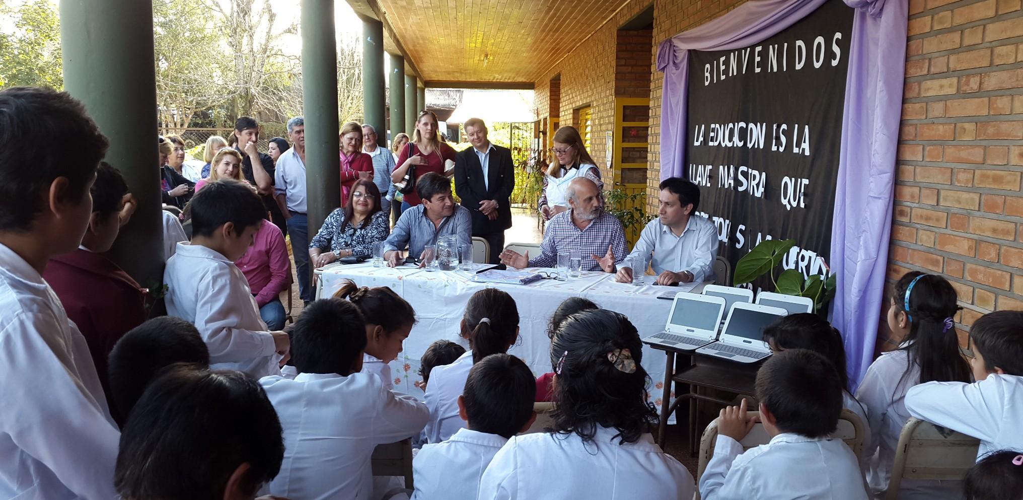 Puerto Piray: alumnos de la Escuela 75 recibieron sus netbooks del Gurí Digital