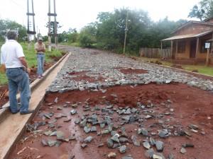 Construyen el empedrado de una calle colectora en 9 de Julio