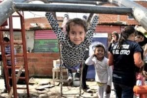 Argentina es el país de la región que más redujo la cantidad de pobres