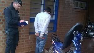 Tras persecución, detuvieron a dos jóvenes y recuperaron una moto robada