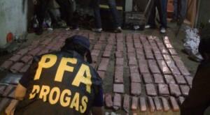 Posadas: secuestraron 150 kilos de marihuana que iba a Chile, dos autos, armas largas y detuvieron a dos personas