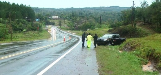 """Dos funcionarios de Montecarlo despistaron en el puente """"banana"""" de Eldorado"""