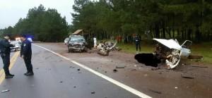 Dos jóvenes murieron en un brutal choque frontal en Oberá