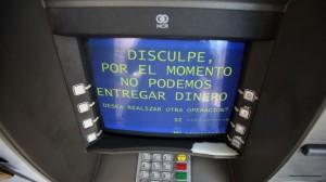 Siguen las quejas y limitaron la extracción de billetes también en los bancos
