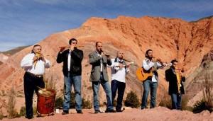 Carnaval jujeño con Los Tekis en la Tierra Colorada