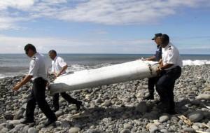 Confirman que el pedazo del ala encontrada en el Índico es del misterioso avión del vuelo MH370