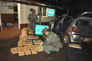Gendarmería detuvo a dos hombres en San José y secuestró 99 kilos de marihuana ocultos en su auto