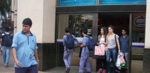 Black Friday:  Mucha caminata y bolsos chicos en mano