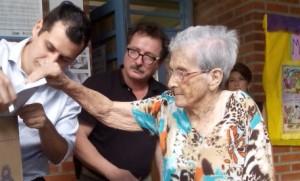 Abuelas con ganas de votar ni el calor las atajó