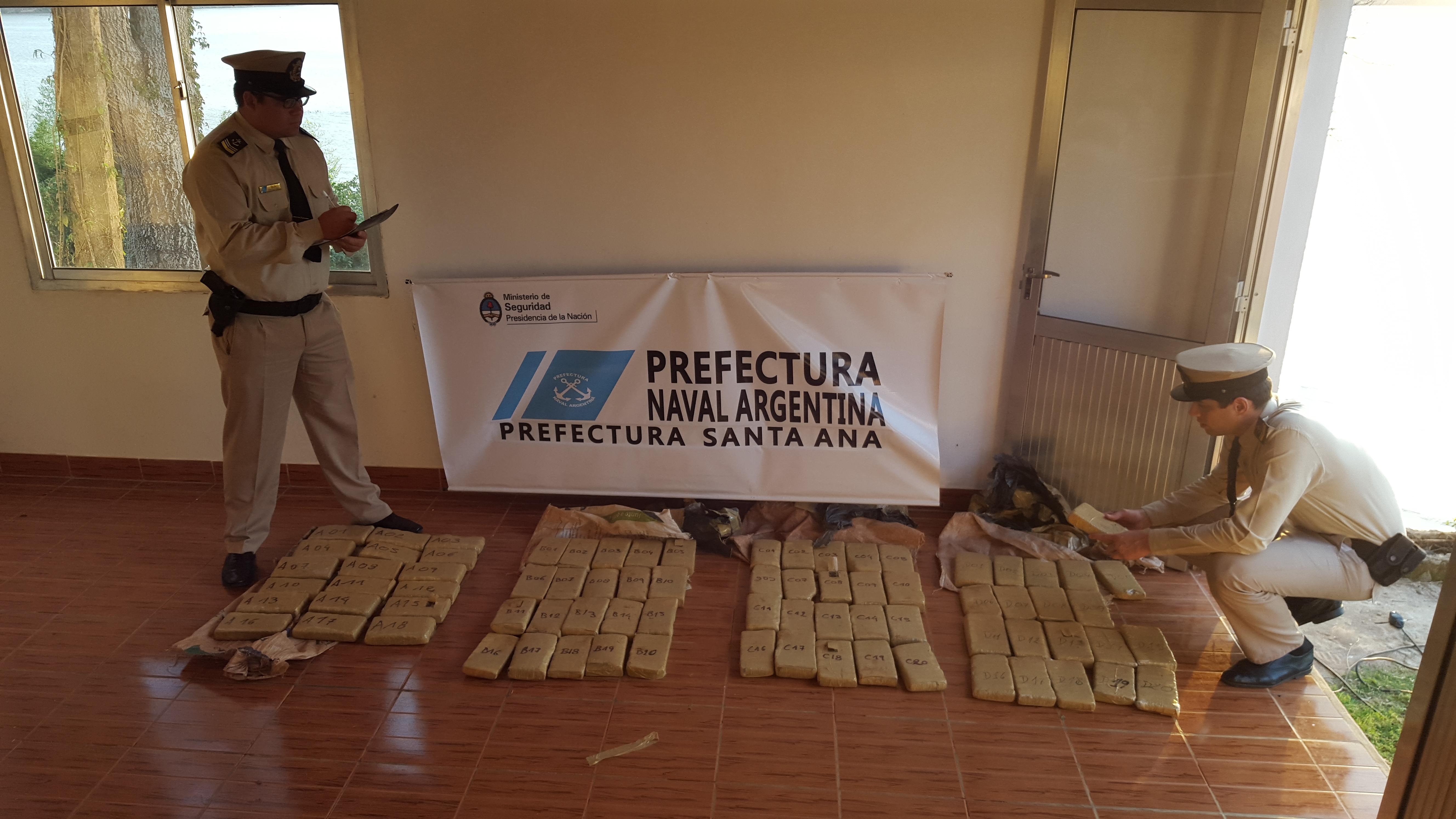 En Candelaria Prefectura secuestró casi 50 kilos de marihuana y detuvo a un hombre