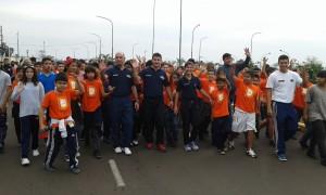 Una ola naranja de 700 chicos coparon la Costanera por los Derechos de la Adolescencia y la Niñez