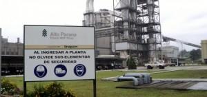 Trabajadores denuncian despidos en Arauco y bloquean plantas