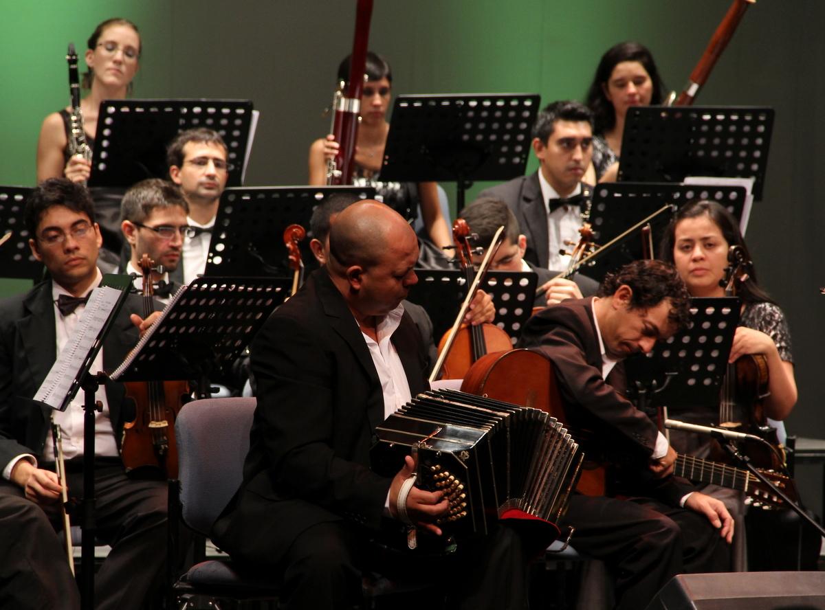 El Coro Estable y la Orquesta de Cámara, con los Hermanos Núñez, en el Centro Cultural Kirchner