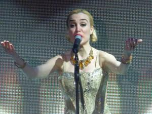 Fátima deslumbró con su voz y su baile a Posadas