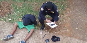 Ladrones quisieron robar en un motel con un arma de juguete: uno fue detenido y es menor, el otro escapó