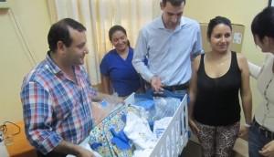 Entregan los primeros kit del Programa Qunita a mamás y bebés del Materno Neonatal de Posadas