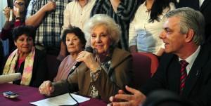 """Estela de Carlotto: """"Bienvenida nieta 117, y por muchos nietos más"""""""