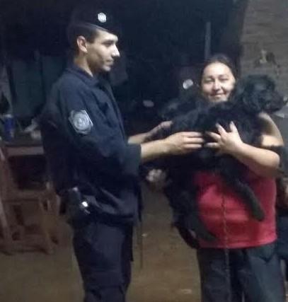 Efectivos policiales asistieron a una mujer y recuperaron a su mascota en Posadas