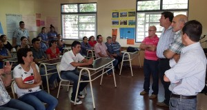 En el día del Estudiante, Jacobo entregó mochilas técnicas a alumnos de la Epet 44 de San Antonio