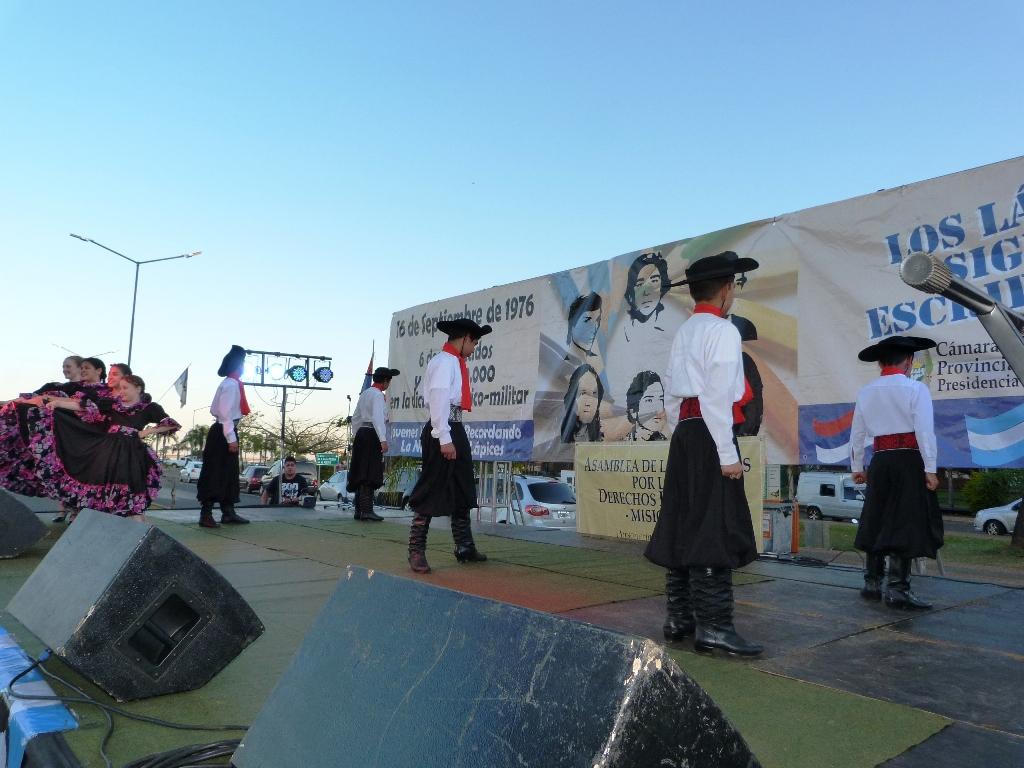 """El festival """"Los Lápices siguen escribiendo"""" se desarrolló con éxito en Costanera de Posadas"""
