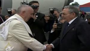 """Francisco llegó a Cuba y pidió continuar """"el proceso de normalización"""" con Estados Unidos"""