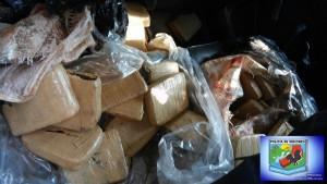Detuvieron a un hombre con tres armas de fuego y más de 50 kilos de droga