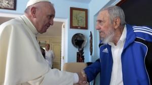 Luego de celebrar la misa, Francisco mantuvo un encuentro con Fidel Castro