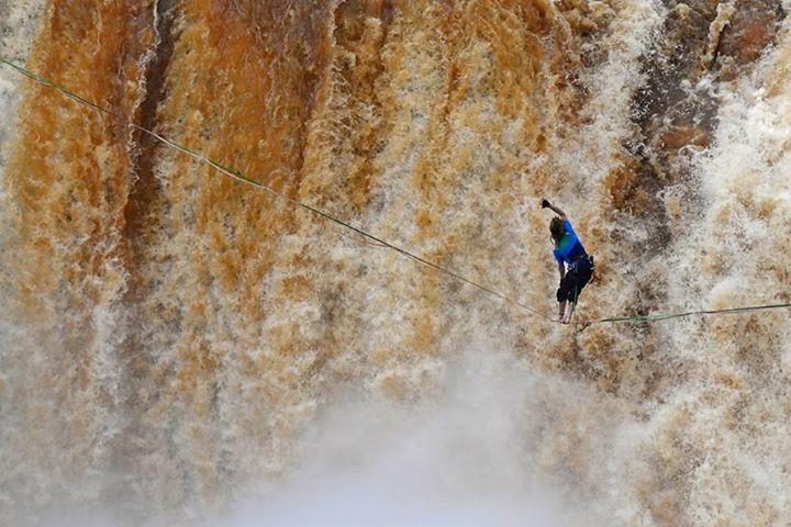 Slackline: la Triple Frontera disfrutó de los mejores de este deporte extremo