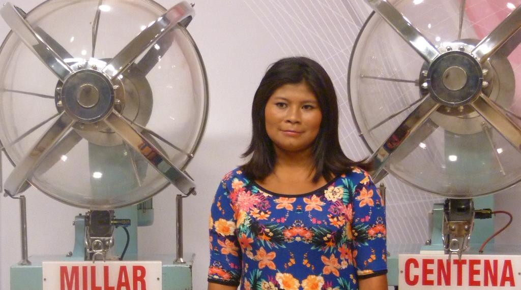 Una chica mbya guaraní es niña cantora en la tómbola del IPLyC