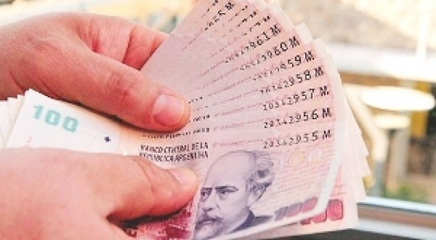 Cayeron dos hombres por comprar con billetes falsos