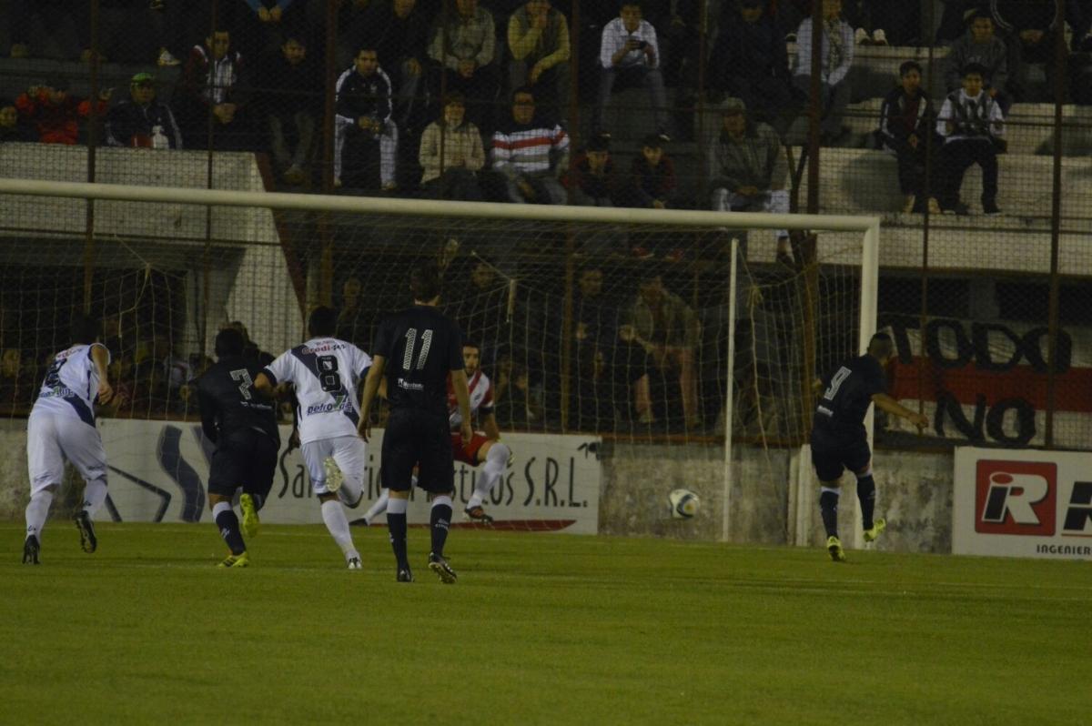Guaraní le ganó 2 a 0 a Independiente de Mendoza y ya salió de la zona de descenso