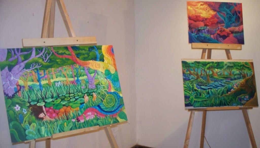 Tres artistas visuales exhiben sus obras «Octubre purete» en el museo Yaparí