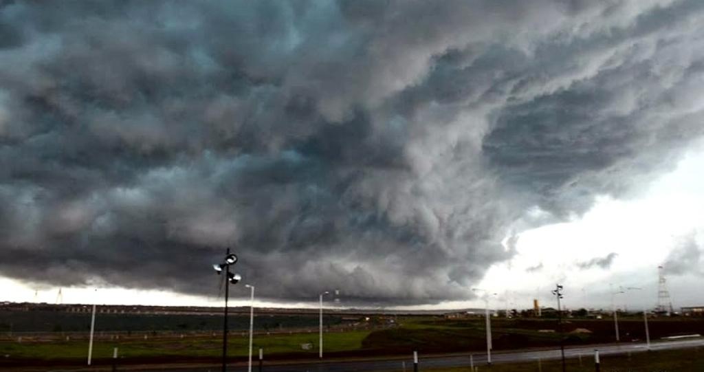 Pronostican fenómenos meteorológicos severos entre la tarde de hoy y la de mañana