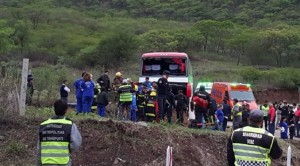 Volvían de una peregrinación y despistó el micro: hay 41 heridos, varios graves
