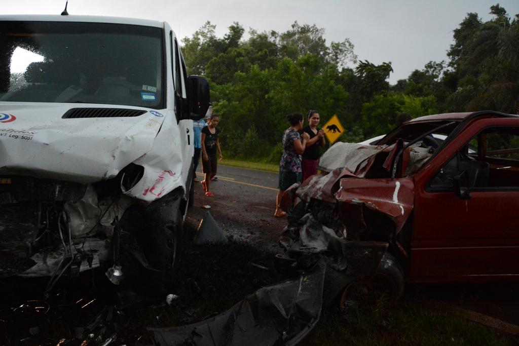 Puerto Iguazú: dos muertos en un choque frontal