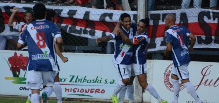 Guaraní goleó 4 a 0 a Douglas Haig y define su suerte en Jujuy en la última fecha