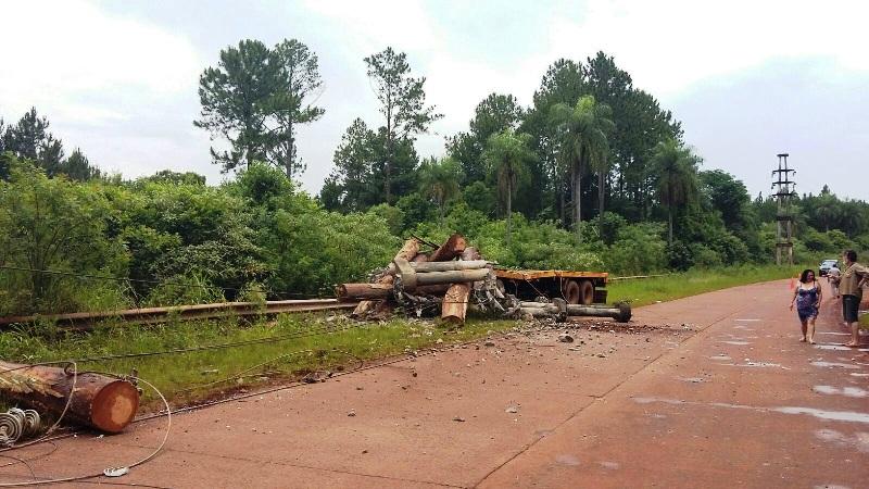 Por un accidente se interrumpió el servicio de energía eléctrica en Pozo Azul, San Pedro, Dos Hermanas, Bernardo de Irigoyen y San Antonio