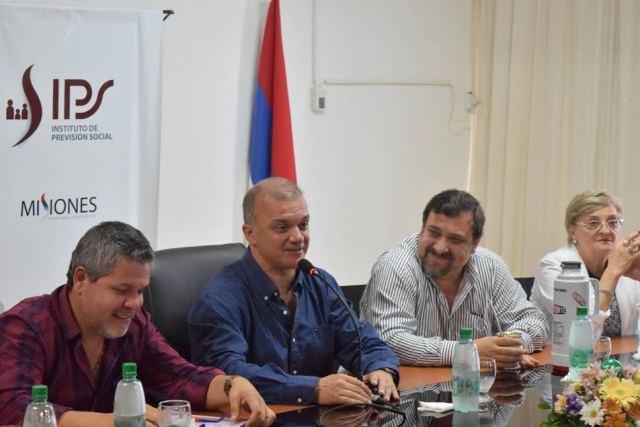 El flamante presidente del IPS Carlos Arce saludó al personal del organismo