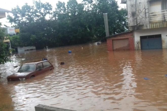 Un fuerte temporal azota también el sur del Paraguay y en la zona de varias localidades de Santa Catarina en Brasil