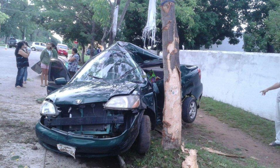 Estaba borracho, se durmió frente al volante, chocó y falleció en el acto