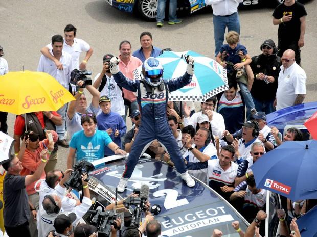 Turismo Nacional: Larrauri ganó y Chapur salió campeón; Okulovich quedó 11°