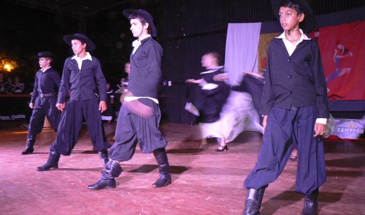 Andresito: con gran despliegue de danzas cerró el ciclo de las escuelas municipales