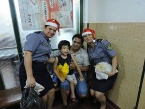 Vísperas de Nochebuena: Personal de la Policía de Misiones entregó obsequios a niños del Hospital de Pediatría