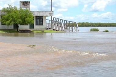 Cayeron fuertes lluvias en Corrientes, pero el Paraná y el Uruguay siguen bajando