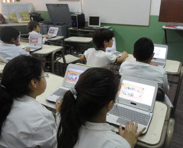 Docentes advierten sobre el DNU educativo que reduce la inversión y vuelve al Polimodal