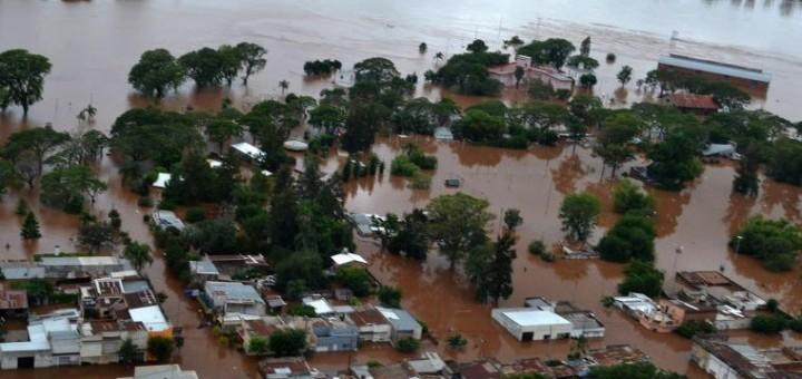 Cerca de 20.000 evacuados por las crecidas de los ríos en el Litoral