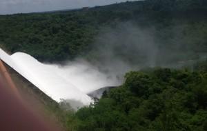 La represa de Urugua-í exhibe todo su potencial con la crecida del arroyo